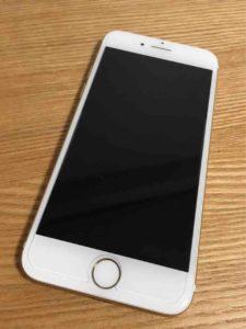 貼り替え前後のiPhone。